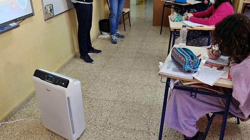 Purificadores de aire en aulas /  EPDA