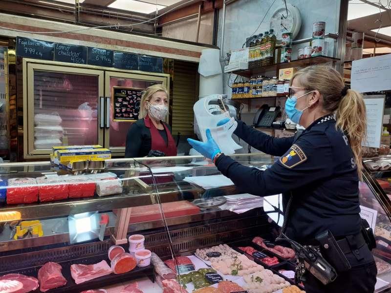 Protección Civil entrega máscaras de protección