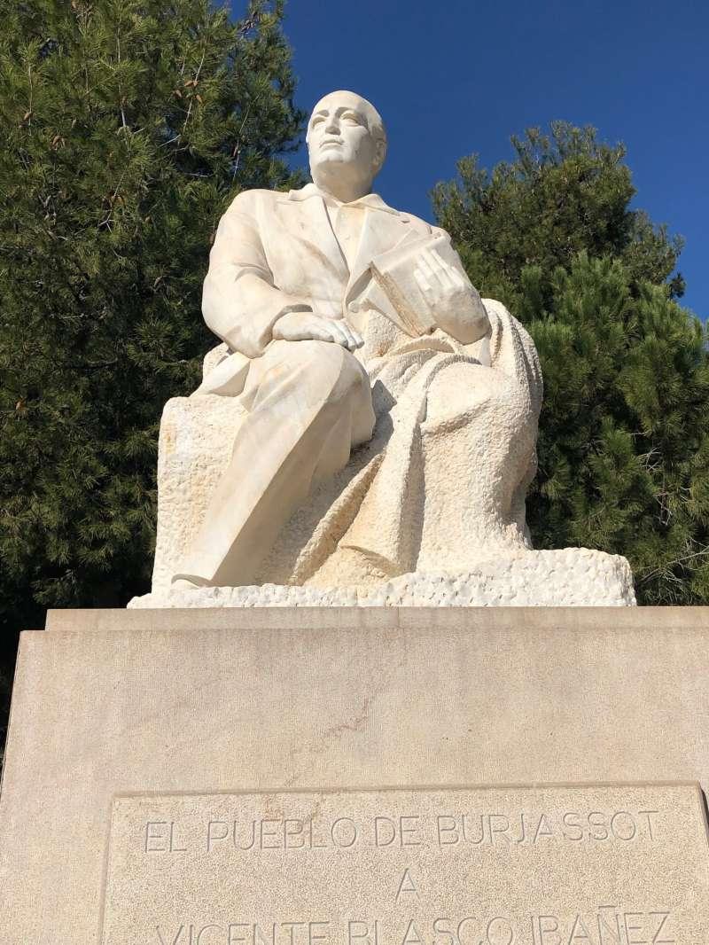 Escultura de Blasco Ibáñez. EPDA