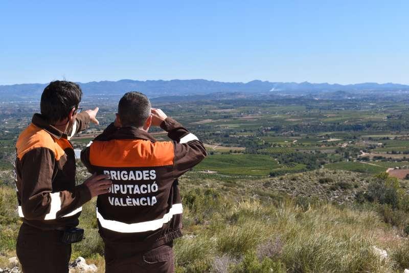 Imagen de dos encargados de las brigadas de la Diputación de València. EPDA