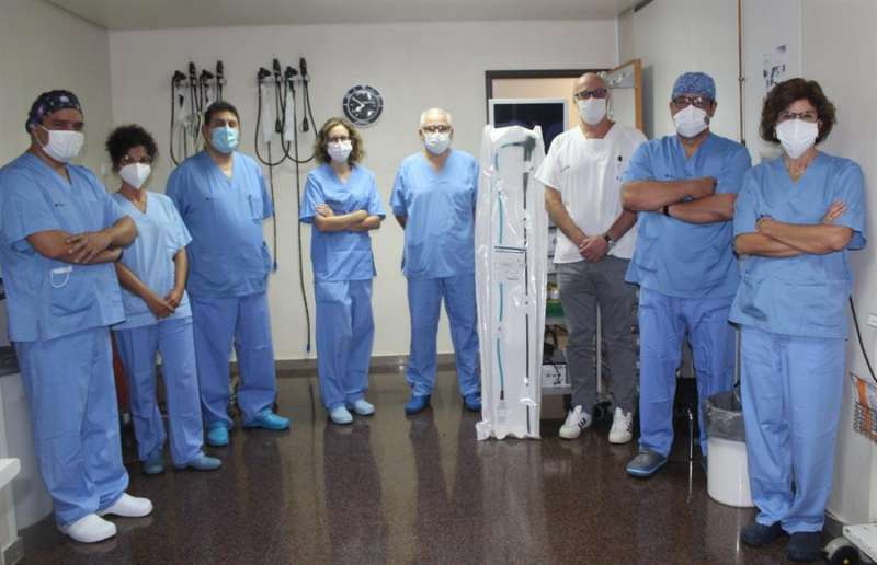 Equipo de la Unidad de Endoscopia del Hospital General de Alicante. EFE