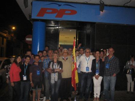 El PP de Moncada en la noche del 25M.