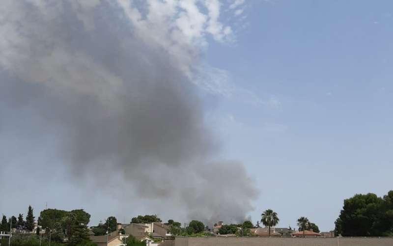 Intensa humareda del incendio desde la CV-35