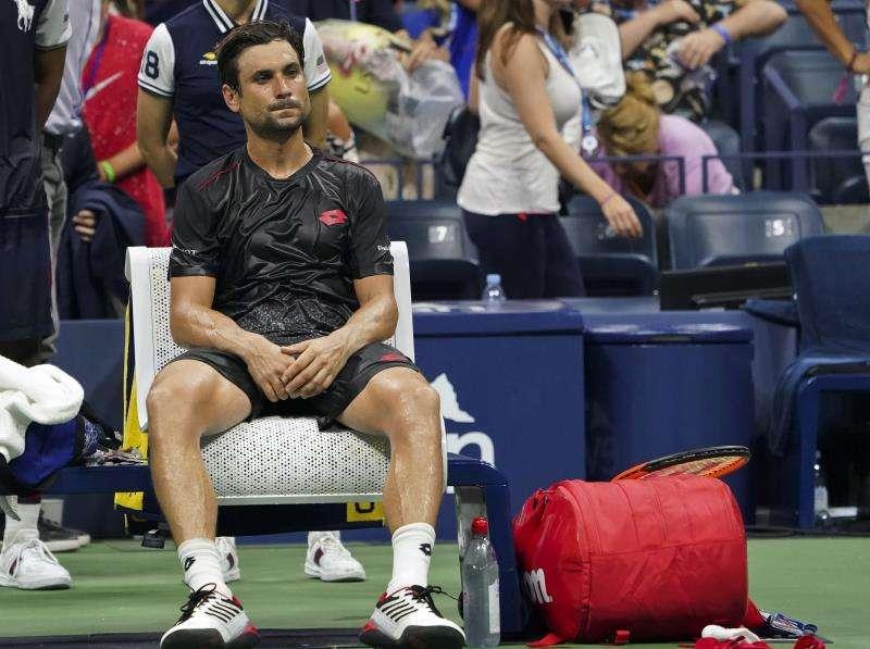 El tenista español David Ferrer reacciona tras abandonar el partido contra su compatriota Rafael Nadal a causa de una lesión durante el partido de la primera ronda del Abierto de Estados Unidos. EFE/Archivo