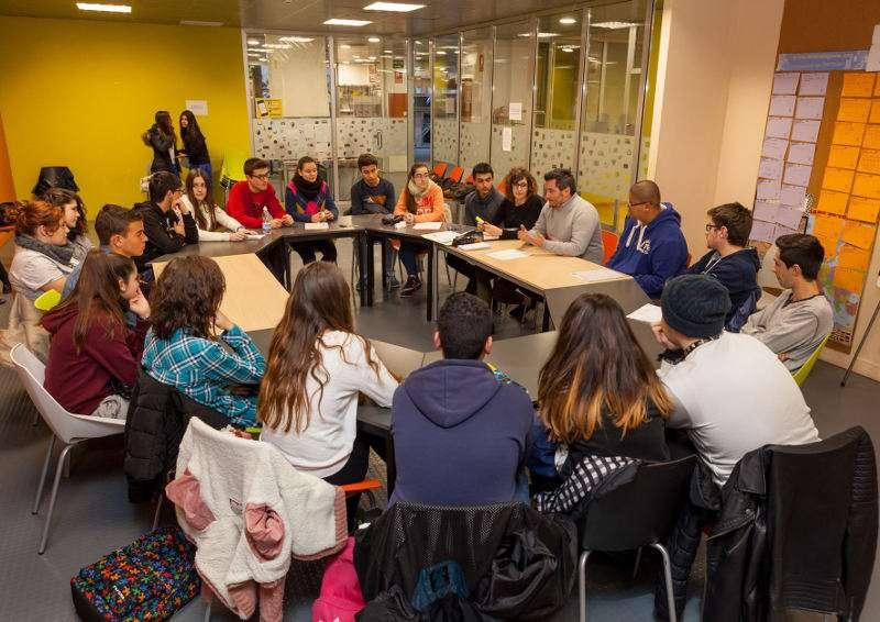 Reunión corresponsales juveniles Mislata y concejal de Juventud. EPDA