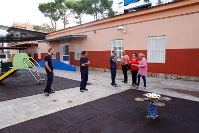 Visita a uno de los centros educativos de Puçol. epda