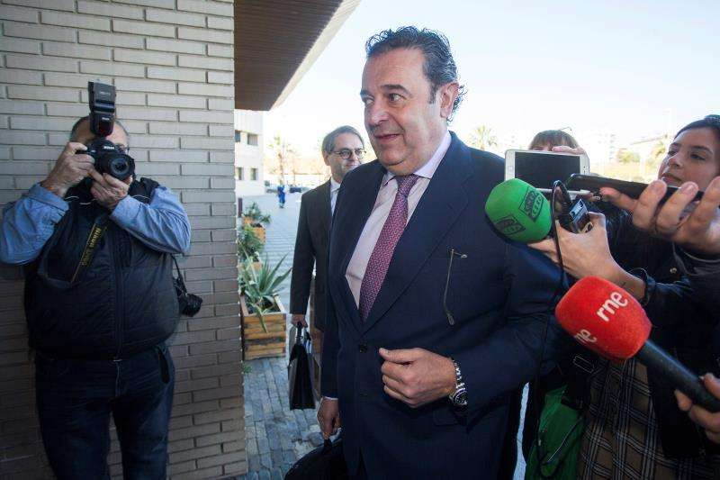 El exvicepresidente del Consell y diputado nacional, Gerardo Camps, ha declarado hoy en los juzgados de Castellón en la causa que investiga posibles patrocinios irregulares en el Aeropuerto de Castellón. EFE