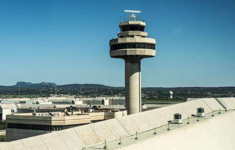 Torre de control en el aeropuerto de Palma. EFE/Archivo