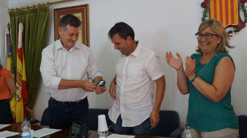 El diputado Aguar junto al alcalde de Gátova. FOTO EPDA