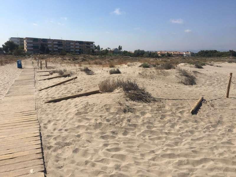 Talanqueras dañadas de la playa de Almardà. EPDA