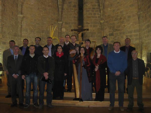 La edila de Culturla y la Mayoralia de 2012 posan junto al último grupo del ciclo. EPDA