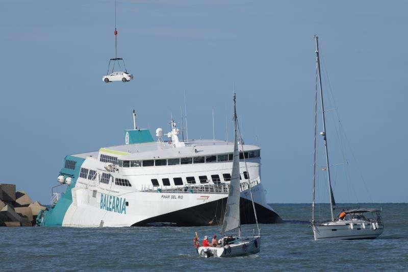 Fast ferry «Pinar del Río», que encalló el pasado viernes en Dénia (Alicante) . EFE/ Natxo Francés