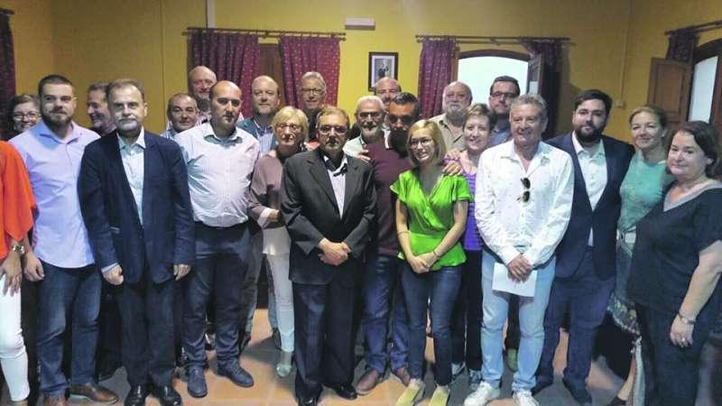 Alba Cataluña, arropada por compañeros de partido. EPDA