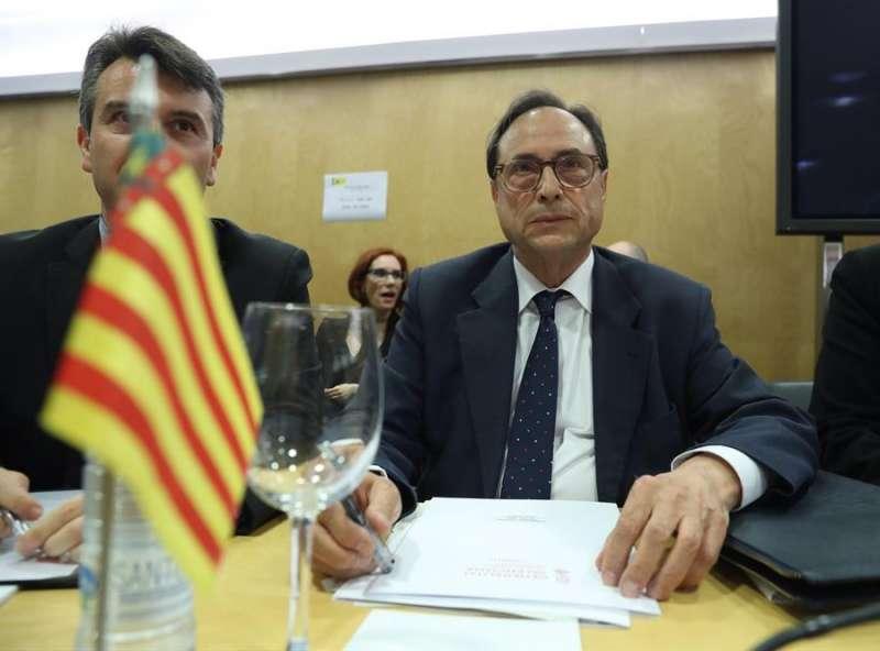 El conseller de Hacienda de la Generalitat, Vicent Soler (d). EFE/ Kiko Huesca/Archivo