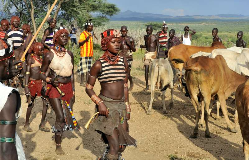 Tribu en el Valle del río Omo