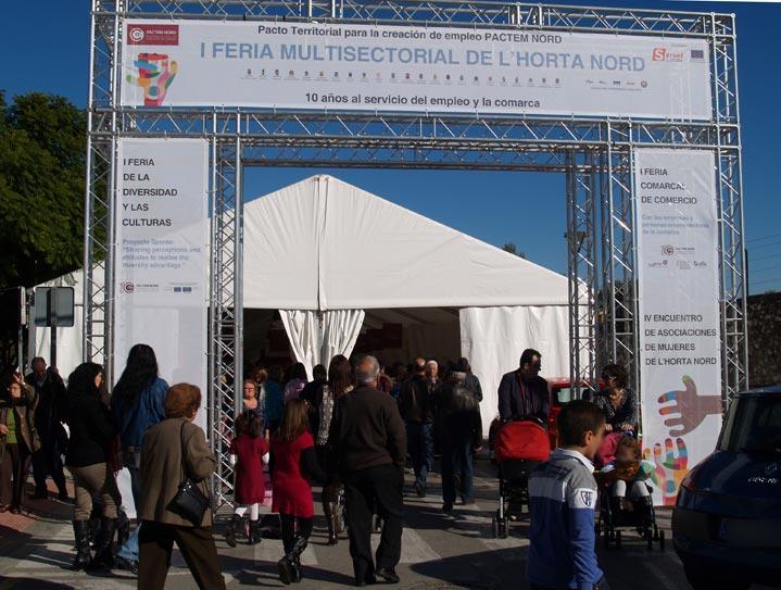 Entrada al reciento de la I Feria Comarcal de Comercio en Paterna. FOTO EPDA