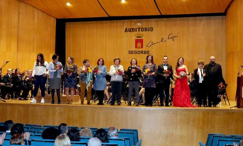 Homenajeados en el escenario del auditorio