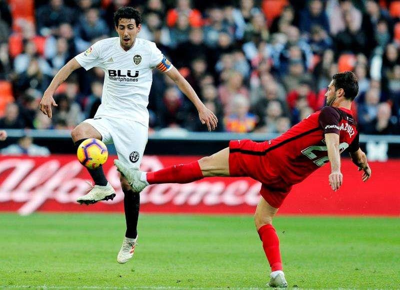 El centrocampista del Valencia Daniel Parejo en el partido de la  primera vuelta Mestalla contra el Sevilla. EFE/Archivo