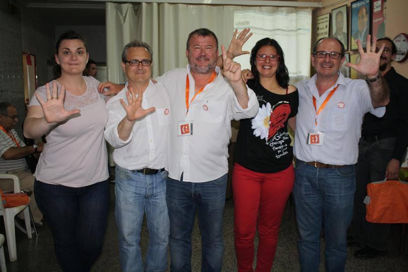 Los cinco concejales electos de Compromís celebran los resultados. EPDA