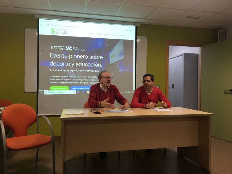 El concejal de Deportes y el director de Gesto Deportivo en la rueda de prensa. EPDA