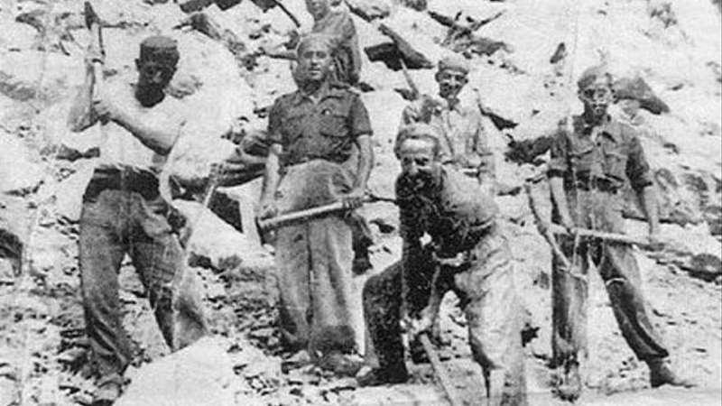 Trabajos en las minas de Almadén de uno de estos batallones del franquismo. / epda