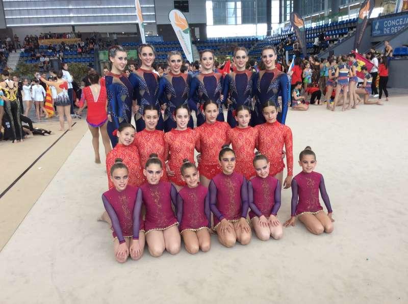 Grupo de deportistas del Gimnasia Sagunto. FOTO EPDA