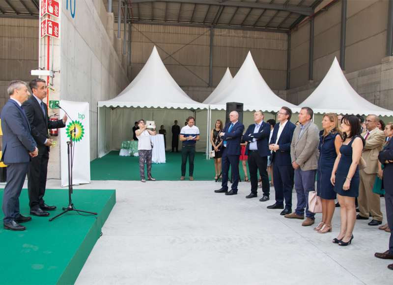 El director de la refinería de BP José Luis García Galera. Le han acompañado la alcaldesa de Castellón, la alcaldesa de Almazora, el presidente de la Autoridad Portuaria y el subdelegado del Gobierno.