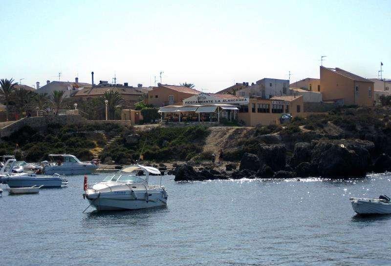 Vista general del pueblo de Tabarca desde el mar. EFE/Archivo
