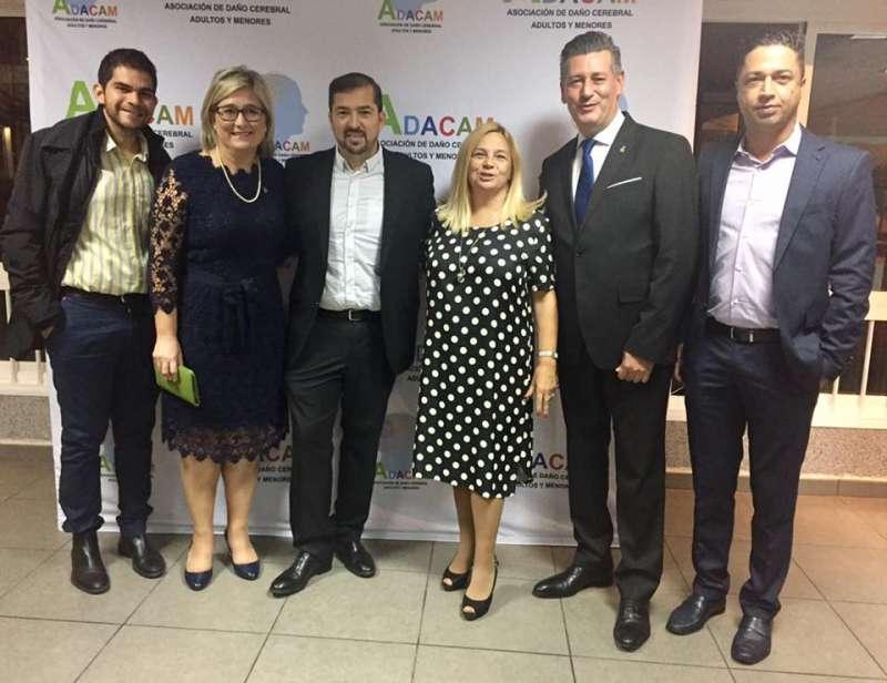 Lola Torrente con los dos diputados de Ciudadanos y el director de El Periódico de Aquí. FOTO EPDA
