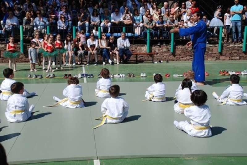 Los alumnos participan en una de las actividades del Edelday. EPDA