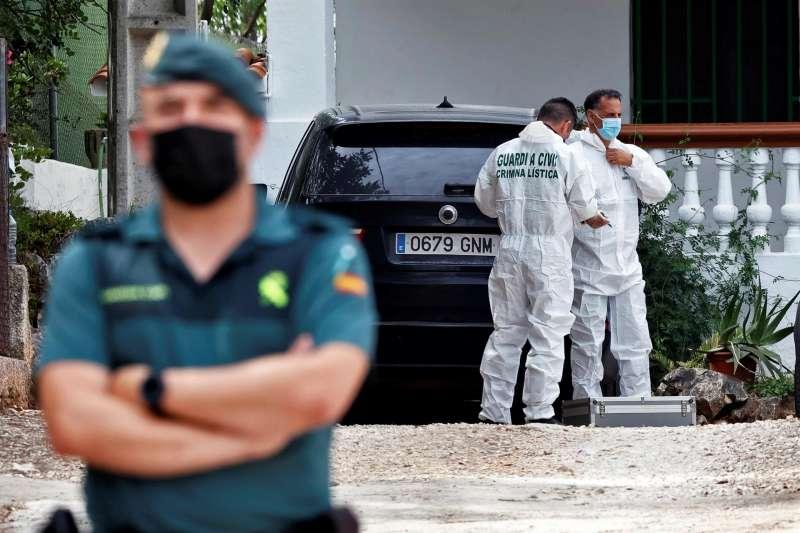 Agentes de Criminalística la Guardia Civil realizan un nuevo registro en casa del abuelo del sospechoso del asesinato de la joven