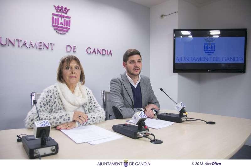 La regidora delegada de Sanitat i Salut Pública, Liduvina Gil, i el coportaveu del govern, Jose Manuel Prieto. EPDA