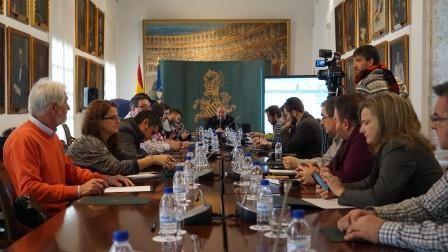 Periodistas de medios digitales durante el encuentro en Diputación. Foto: Abulaila