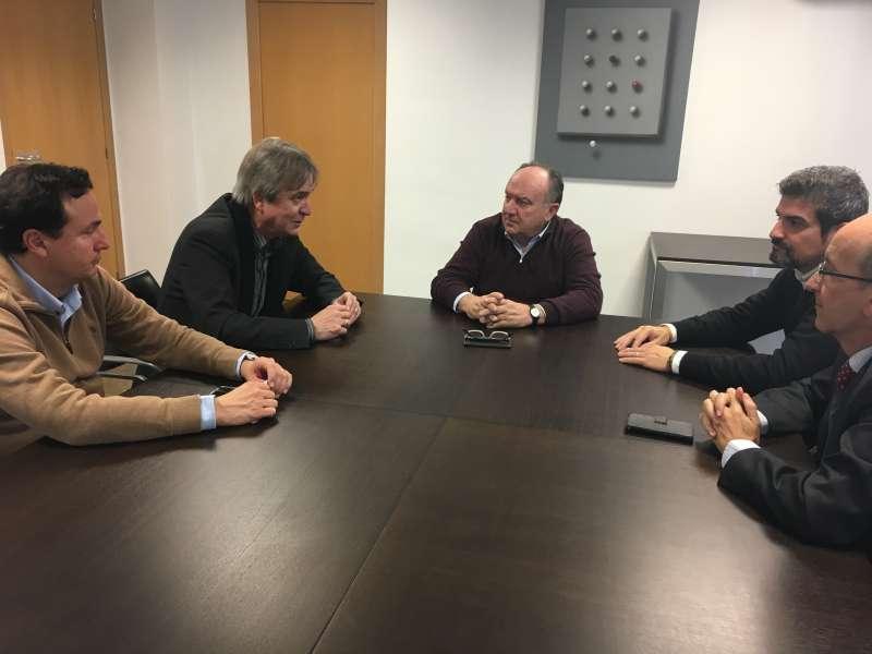 Imagen de la reunión mantenida esta mañana en la sede de Asivalco.