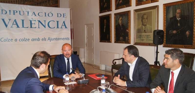 El diputado Toni Gaspar con sus homólogos en las diputaciones de Castellón y Alicante