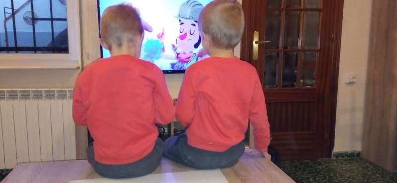 Julen y Hugo, en su domicilio de Fuenterrobles