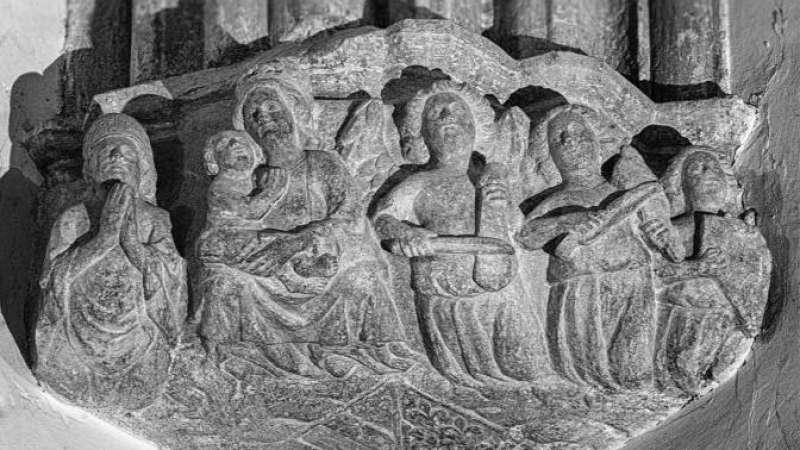 Ménsula con músicos en la capilla del Salvador