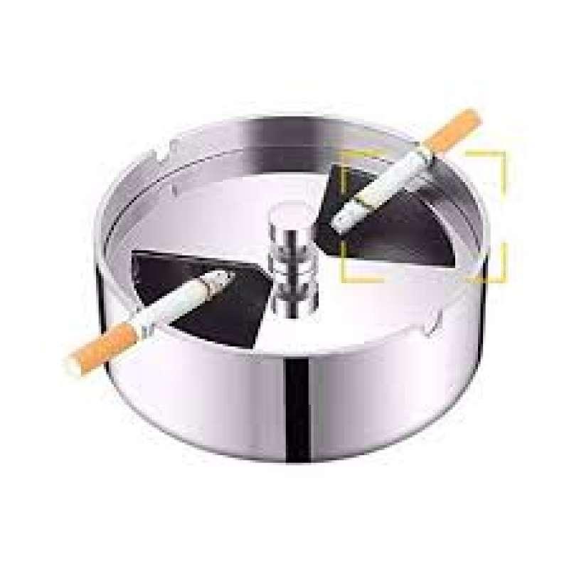 Dos cigarros se consumen en un cenicero. EPDA