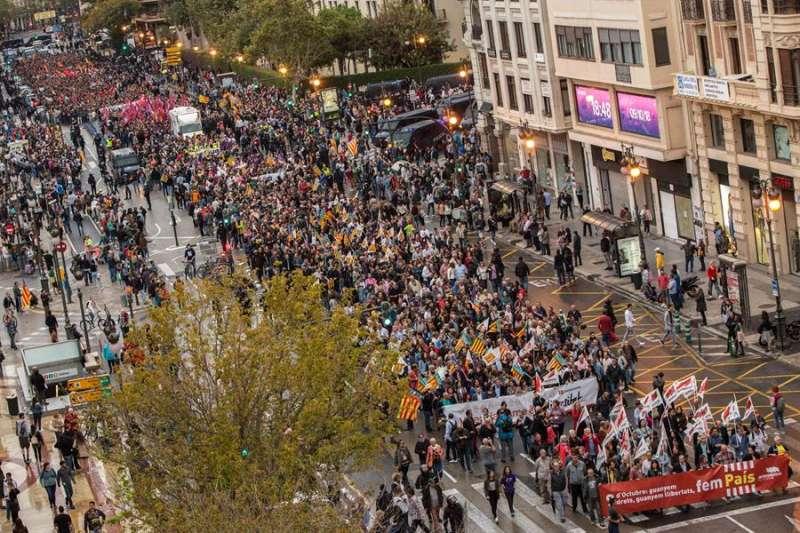 Vista general de una de las manifestaciones convocadas el 9 de Octubre pasado en el centro de València. EFE/Biel Aliño/Archivo