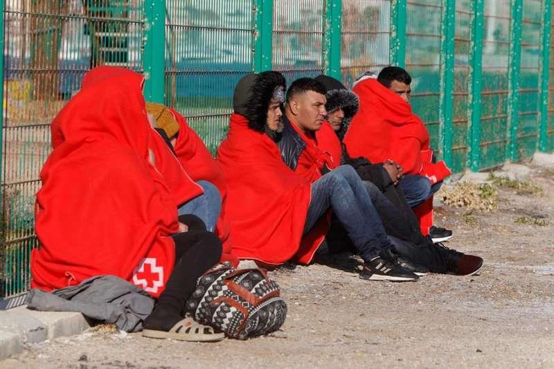 Algunos de los 24 inmigrantes rescatados en la provincia de Alicante hace ahora un año. - EFE
