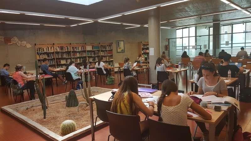 Sala de estudio de la biblioteca de Cova Gran. EPDA