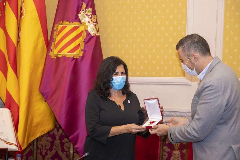 Mª Nieves Martín condecorada