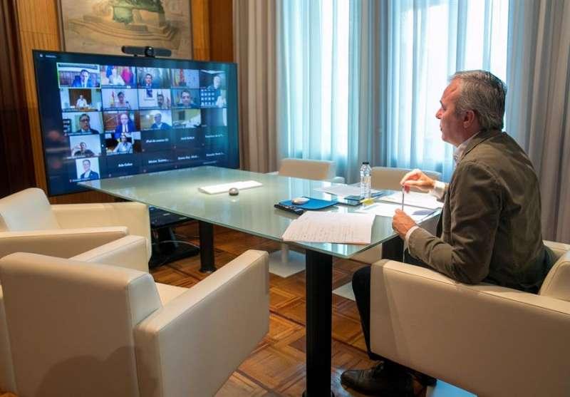 El alcalde de Zaragoza, Jorge Azcón, participa en un encuentro telemático con responsables políticos de 31 ciudades contrarias al acuerdo