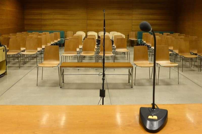 Vista de la sala en la que se celebrará el juicio contra el alcalde de Valladolid, Francisco Javier León de la Riva, este lunes. EFE