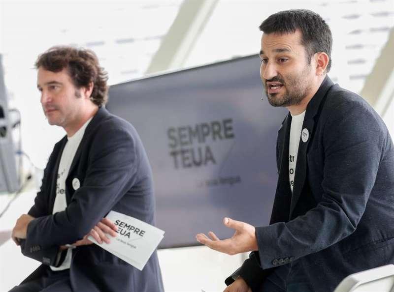 El Conseller de Educación, Vicent Marzá y el Director Gral. de Politica Lingüistica, Ruben Trenzano (i). EFE