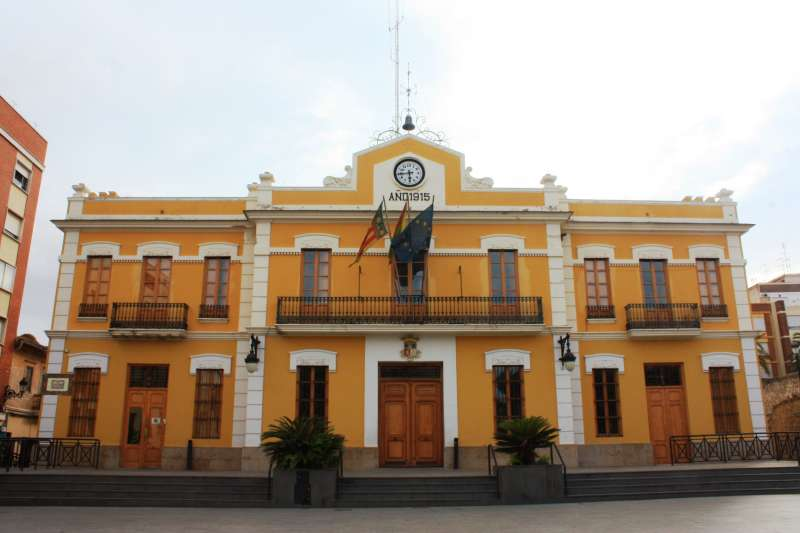 Fachada principal del Ayuntamiento de Burjassot. EPDA
