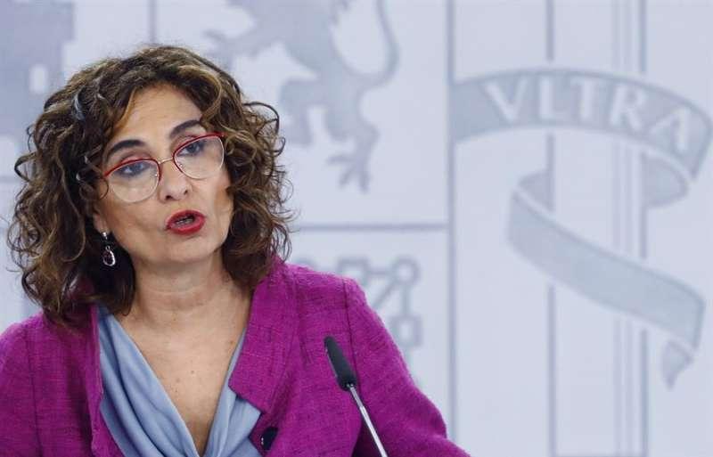 La ministra de Hacienda, María Jesús Montero, durante la rueda de prensa. EFE