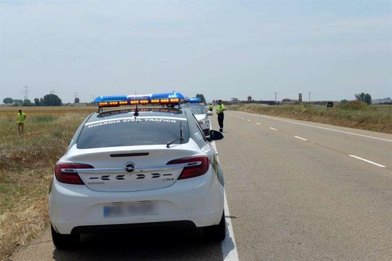 Guardia Civil en un accidente con ciclistas. EFE/J.Casares/Archivo