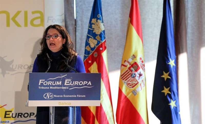 La vicepresidenta del Consell, Mónica Oltra, durante su presentación al presidente de Les Corts Valencianes, Enric Morera, hoy en el Fórum Europa Tribuna Mediterránea. EFE/Manuel Bruque