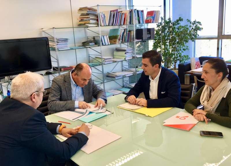 Reunión con el director general de Obras Públicas. EPDA